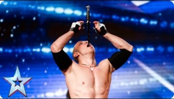 Concorrente de Britain's Got Talent arrisca a vida em palco